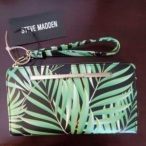 Steve Madden NWT Floral wristlet